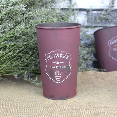 Old-fashioned dry and fresh flower-pail with zinc sheet technology