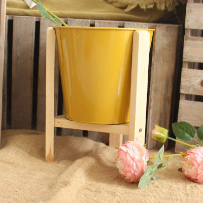 Candy-colored zinc flower pot, cask of wood and tin